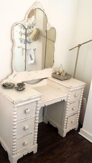 Vintage vanity for Sale in Orlando, FL