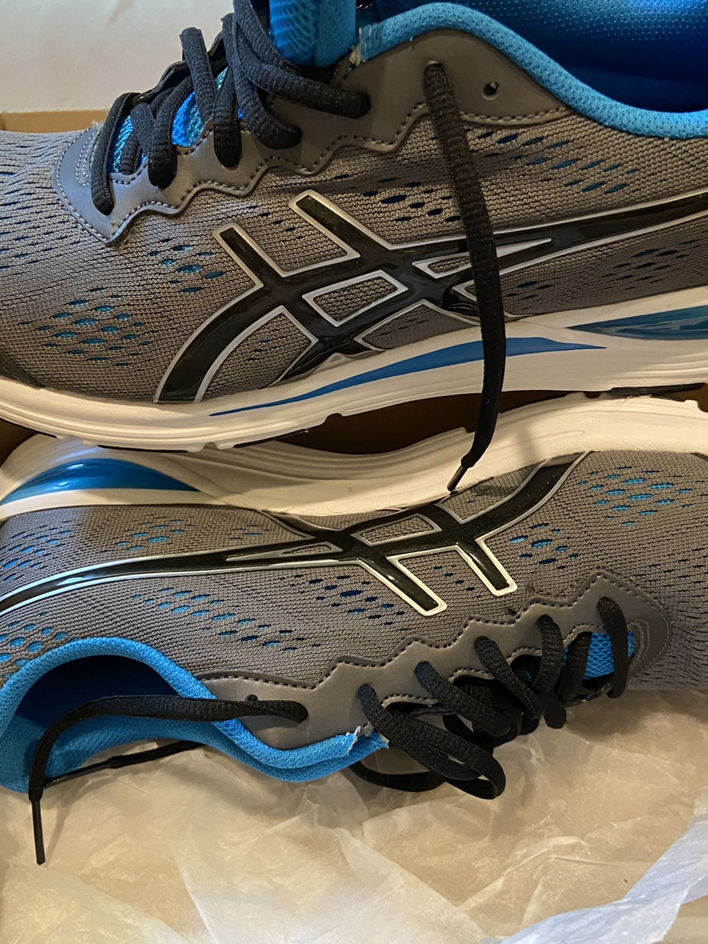 New Tennis shoes size 11 for men