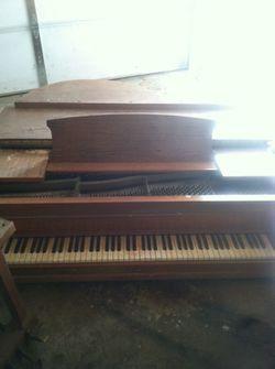 Baby grand piano Thumbnail