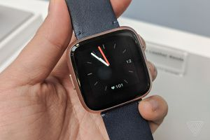 FitBit Versa Gold Rose new condition for Sale in Fulton, MD