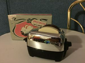 Vintage toaster salt and pepper for Sale in Puyallup, WA