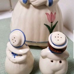 VINTAGE COOKIE JAR WITH SALT AND PEPPER SHAKERS *EXCELLENT Thumbnail
