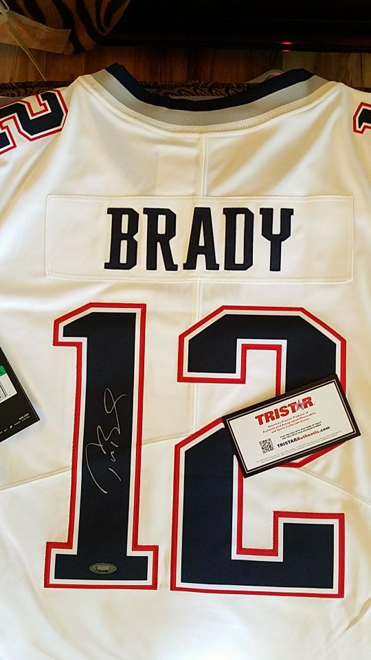 size 40 d29fc c5852 Patriots autographed signed jersey Tom Brady for Sale in Holden, MA -  OfferUp