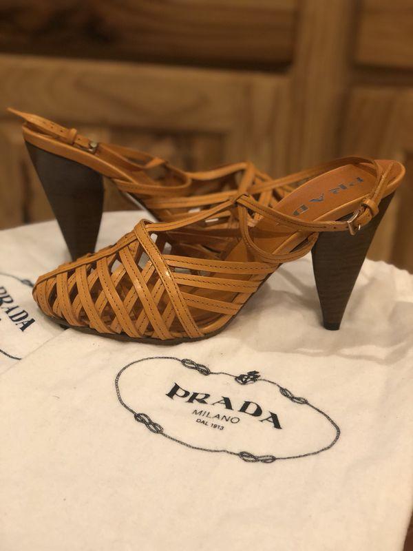 buy popular 6bdf2 de75c Prada Calzature Donna Capretto Heels *SIZE 37 for Sale in Casa Grande, AZ -  OfferUp