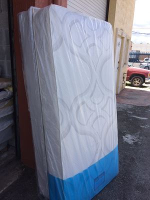 TWIN SET FOR SALE FROM MATTRESS WAREHOUSE for Sale in Hialeah, FL
