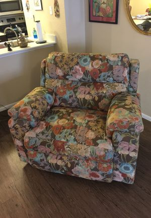 Moving MUST sell! Electric floral recliner. for Sale in Scottsdale, AZ