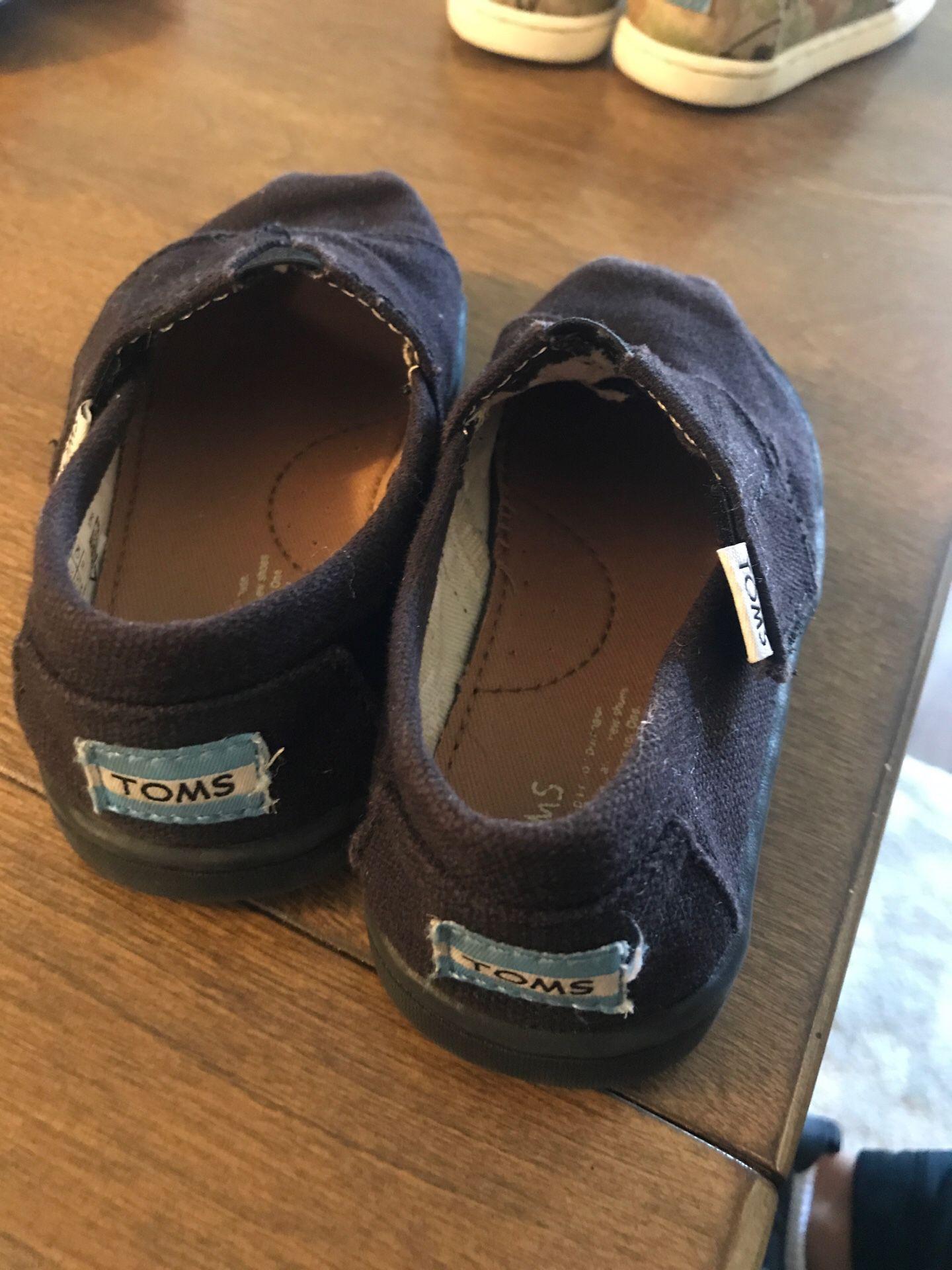 Black Toms size 7 toddler