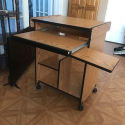 Small compact desk Thumbnail
