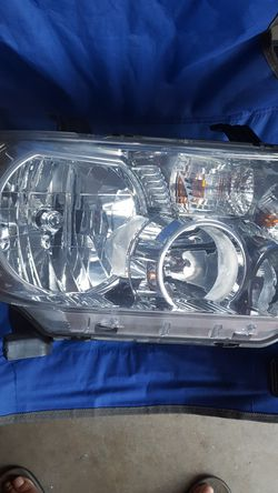 Toyota Tundra Headlamp Thumbnail