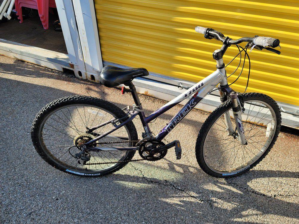 trek bike 3700