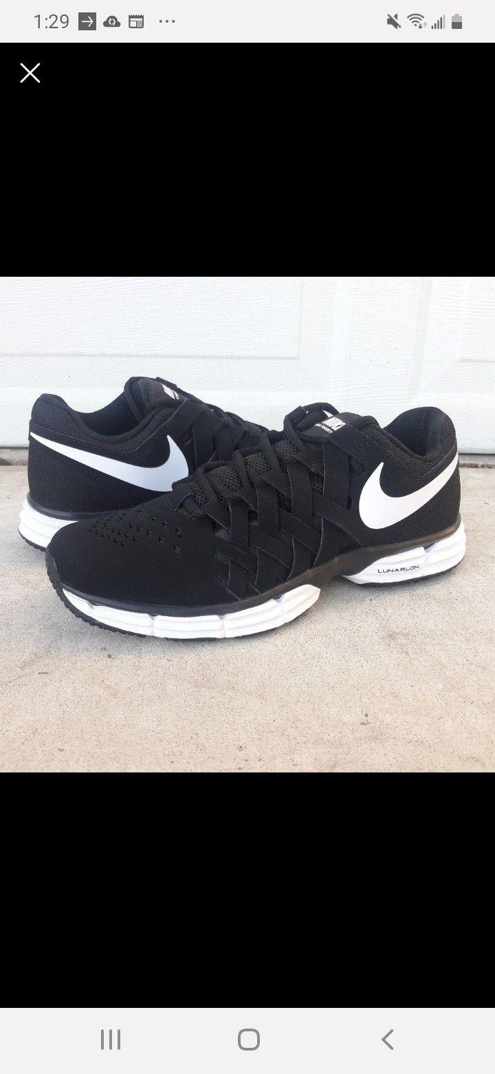 Nike Men's Size 10.5 / Women's Size 12