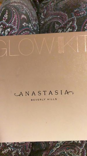 Anastasia glow kit for Sale in Los Angeles, CA