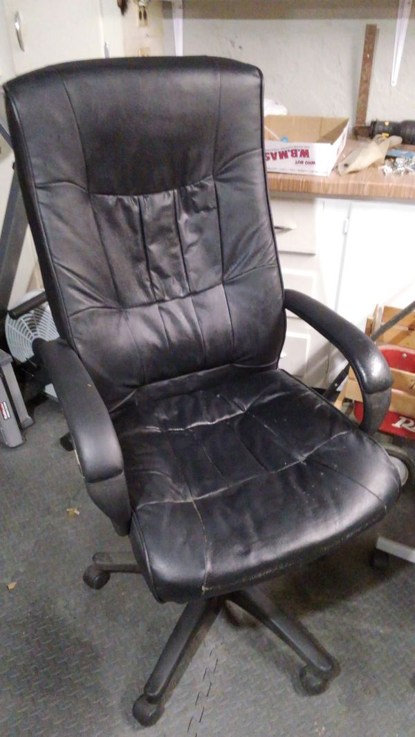Used Leather Desk Chair Extra High Back Makes It Real Comfly For In Bristol Ri Offerup