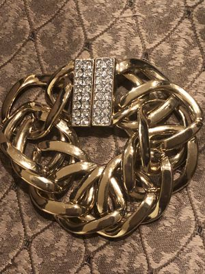 Stunning Gold Chain Link w/CZ Magnetic Closure for Sale in Manassas, VA