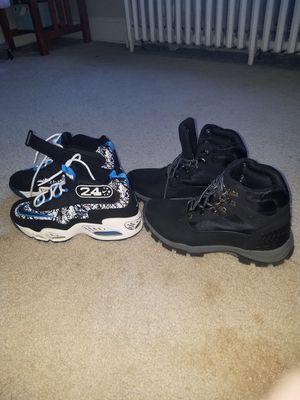 Estoy vendiendo este par de zapatos número 9.5 los dos pares están nuevos for Sale in Washington, DC