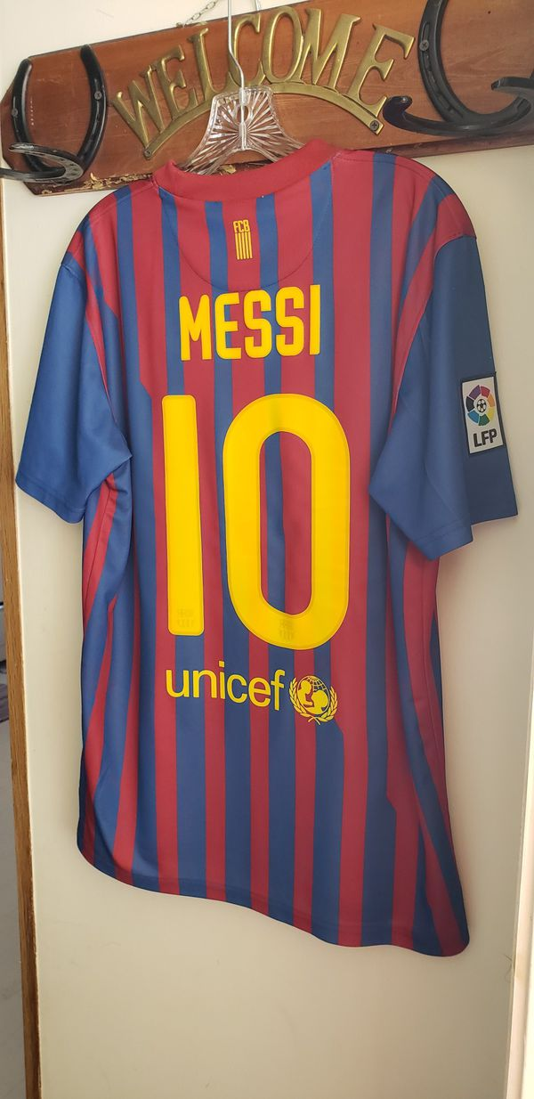 on sale 70794 c7304 FC BARCELONA MESSI JERSEY, NIKE, MEDIUM, FOR MEN for Sale in Mill Creek, WA  - OfferUp