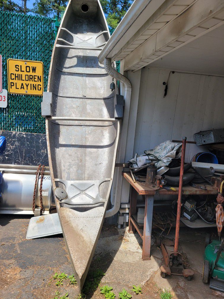 Photo 15 Ft Aluminum Grumman Canoe