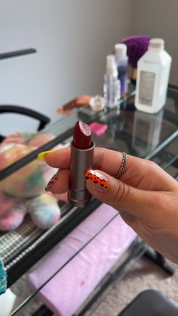 Lipstick  Thumbnail