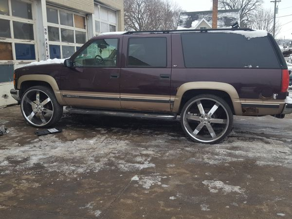 98 Suburban On 28s For Sale In Mishawaka In Offerup