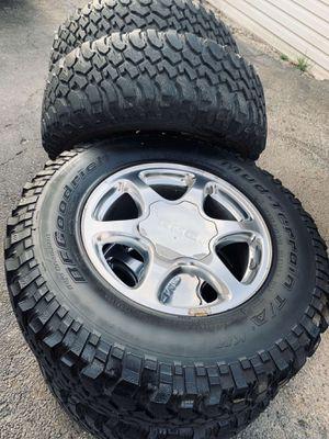 Photo 17 inch gmc denali wheels with tires (hablo español)