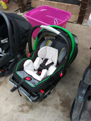 Graco snugride infant car seat with base for Sale in Dallas, TX