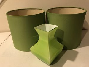 Lamp shades matching vase for Sale in Douglasville, GA