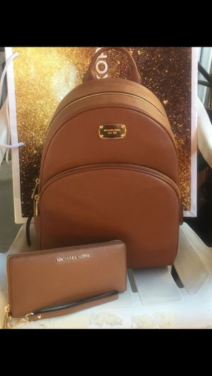 MICHAEL KORS large brown backpack with matching wallet 🎒🌹🌷🌹🌷 Brand new Serious buyers only please Pick up only please only ask for address once yo for Sale in Whittier, CA