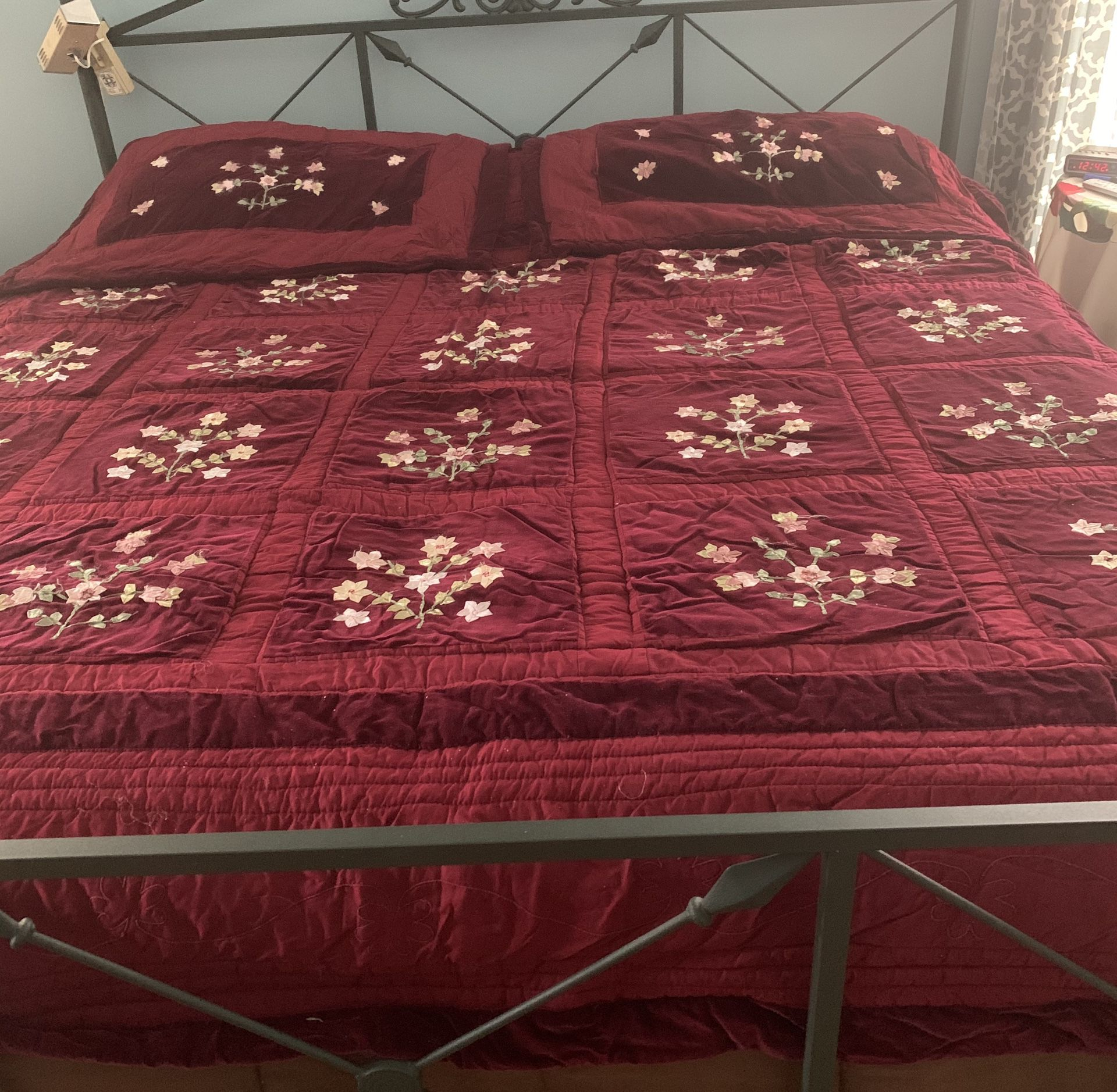 King size luxury bed ensemble