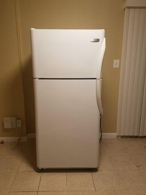 Frigidaire refrigerator for Sale in Lake Ridge, VA