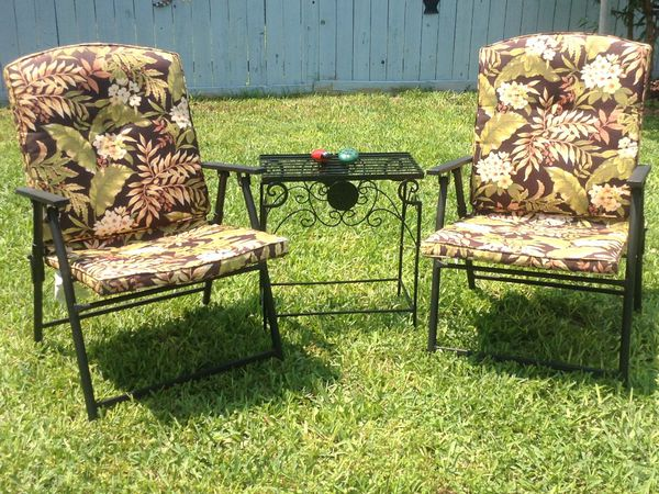 2 Padded Fl Outdoor Chairs And Small Table Good Condition Mcallen Tx