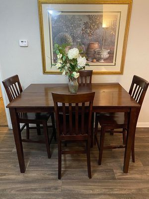 Photo Counter height solid wood expandable dining table with 4 chairs