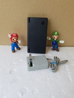 DS (i) BEUTIFUL  Black  CONSOL original WITH Charger INCLUDED  Thumbnail