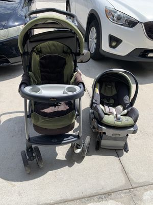 Photo Chicco stroller, car seat, and car seat base