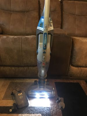 Hoover Air Cordless 2 in 1 vacuum for Sale in Lynnwood, WA