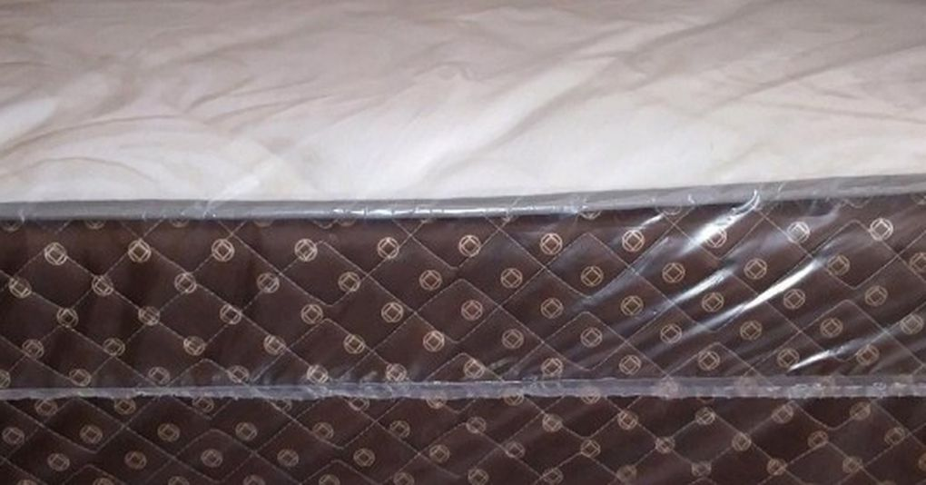 GREAT SALE QUEEN PLUSH MATTRESS WITH FREE BOX SPRING