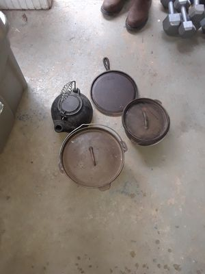 Camping cast iron pot and skillet for Sale in Atlanta, GA