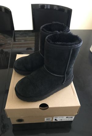 Uggs black kids size 1 (youth) for Sale in Pasadena, CA