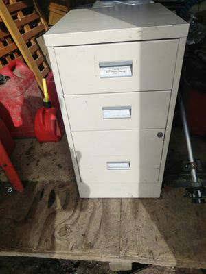 Filing cabinet with three drawers for sale  Wichita, KS