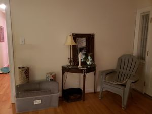 Matching console table, mirror and lamp. for Sale in Mechanicsville, VA