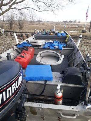 Photo 16' flat bottom boat with 25hp Evinrude motor and trailer