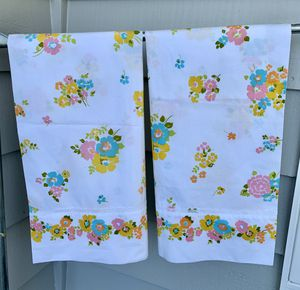 Photo Vintage set of 2 Fashion Manor Penn-Prest by Penney's Percale pillow cases. Fun bright groovy floral pattern. Has a sweet white eyelet lace detail