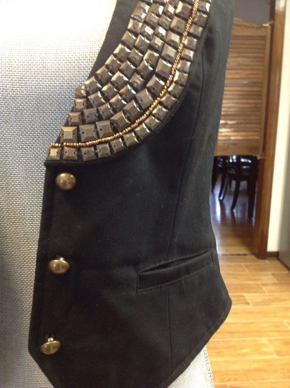 Black vest with a sequined collar, size S!