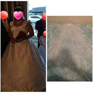 Wedding dress, Vail, & Crown for Sale in Austin, TX
