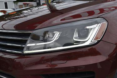2017 Volkswagen Touareg Thumbnail
