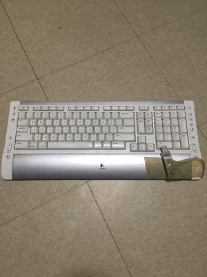 Wireless keyboard Logitech for Sale in New York, NY