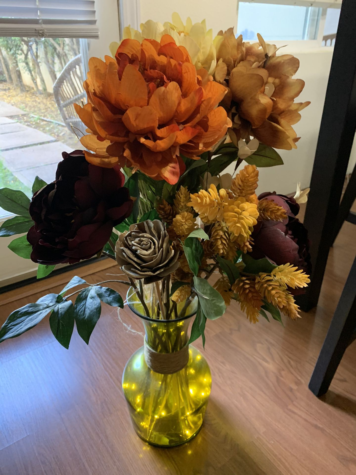 Vase with flower stuffing