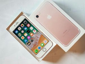 IPhone 7, Factory Unlocked, Excellent condition for Sale in Arlington, VA