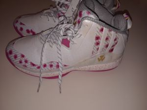 Adidas walls size 6 for Sale in Fort Belvoir, VA