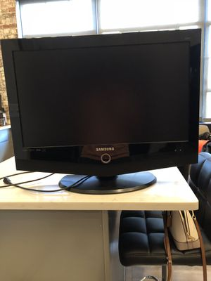 """Samsung TV 27"""" for Sale in St. Louis, MO"""