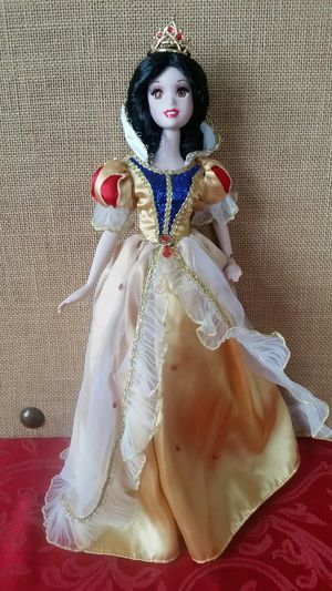 $30 Collectible Disney Snow White Collectible Doll for Sale in Hemet, CA